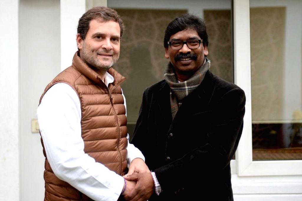 New Delhi: Congress President Rahul Gandhi meets Jharkhand Mukti Morcha leader Hemant Soren in New Delhi, on Feb 7, 2019. (Photo: IANS/AICC) - Rahul Gandhi