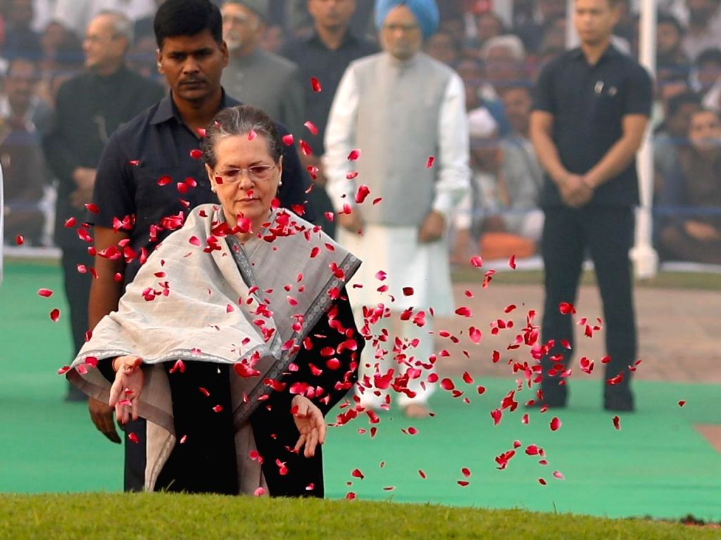 New Delhi: Congress president Sonia Gandhi paying floral tribute to mark 130th birth anniversary of Pandit Jawaharlal Nehru in New Delhi on Nov. 14, 2019. (Photo: IANS) - Sonia Gandhi