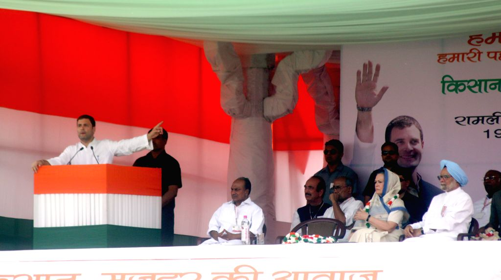Congress vice-president Rahul Gandhi addresses during the Kisan rally at Ramlila Maidan in New Delhi, on April 19, 2015. Also seen Congress party president Sonia Gandhi, Former prime ... - Rahul Gandhi, Sonia Gandhi, Manmohan Singh and Digvijaya Singh