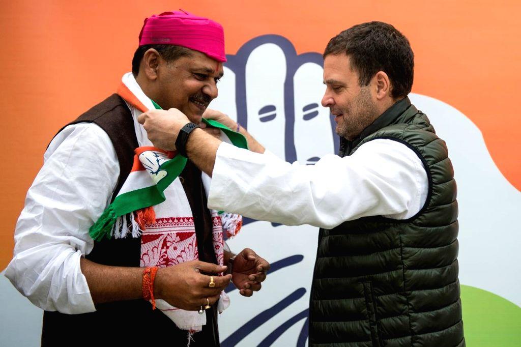 New Delhi: Cricketer turned politician Kirti Azad joins Congress in presence of party president Rahul Gandhi in New Delhi on Feb 18, 2019. (Photo: IANS) - Rahul Gandhi