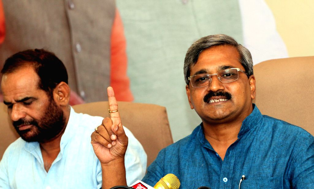 Delhi BJP chief Satish Upadhyay and party MP Ramesh Bidhuri during a press conference in New Delhi, on June 15, 2015. - Satish Upadhyay
