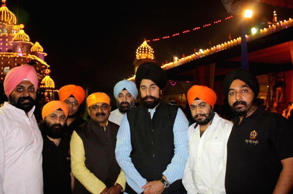 Delhi BJP chief Satish Upadhyay pays obeisance at Gurdwara Rakab Ganj Sahib on Guru Nanak Jayanti  in New Delhi, on Nov 6, 2014. - Satish Upadhyay