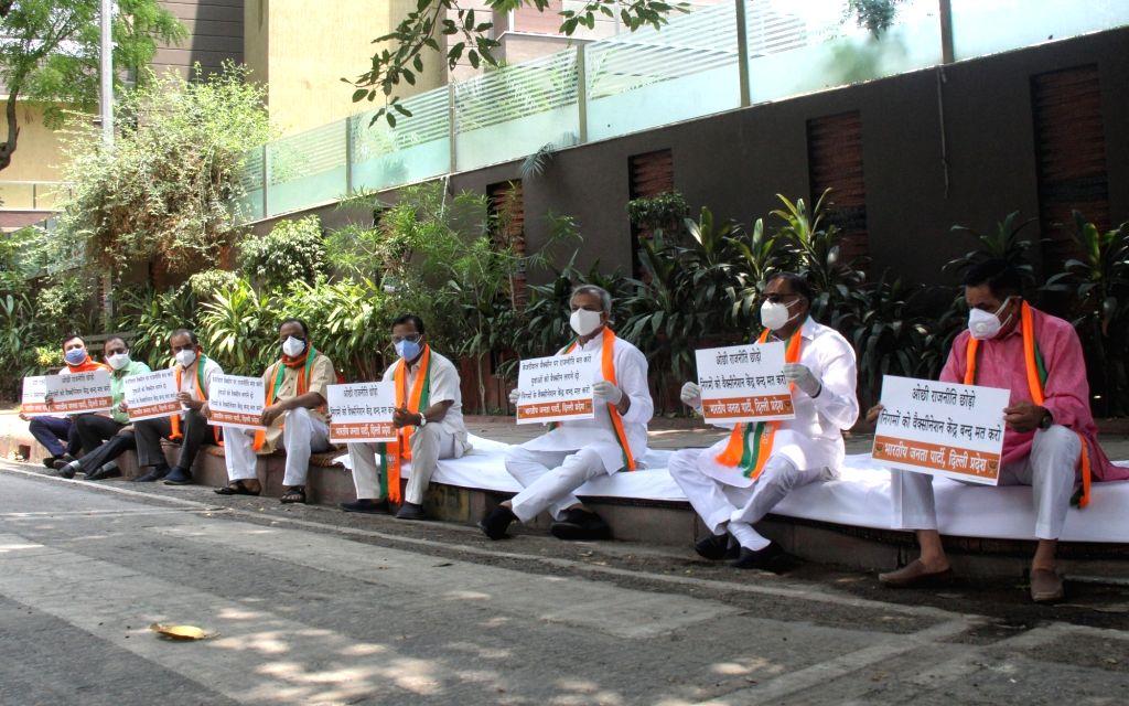 New Delhi : Delhi BJP protest Under the leadership of Delhi BJP President, Adesh Gupta and LoP,  Ranvir Singh Biduri, all the MLAs of BJP Delhi against the closure of the MCD Vaccination Centers at ... - Adesh Gupta and Ranvir Singh Biduri