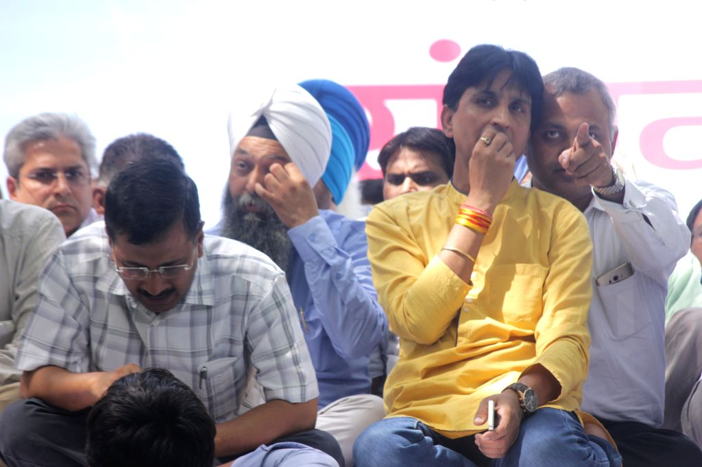 Delhi Chief Minister and Aam Aadmi Party (AAP) leader Arvind Kejriwal with party leader Kumar Vishwas and Somnath Bharti during a rally against the land acquisition ordinance in New Delhi, ... - Arvind Kejriwal