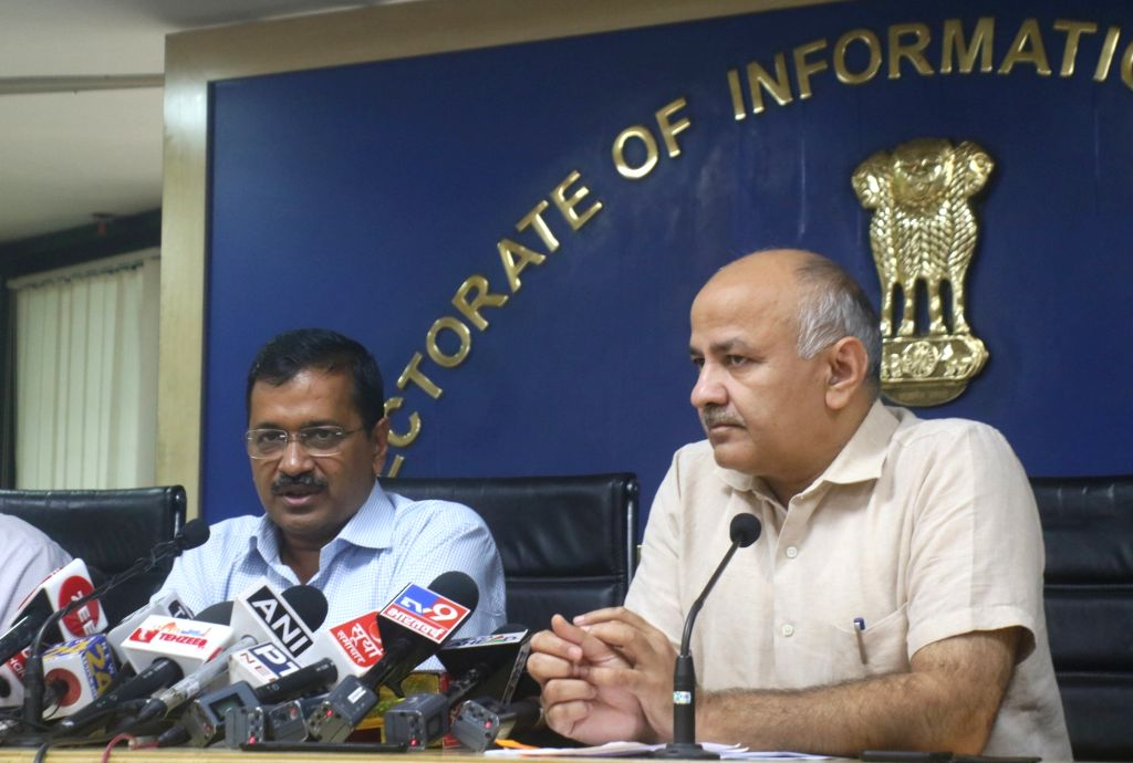New Delhi: Delhi Chief Minister Arvind Kejriwal accompanied by Deputy Chief Minister Manish Sisodia, addresses a press conference in New Delhi on Oct 30, 2019. (Photo: IANS) - Arvind Kejriwal
