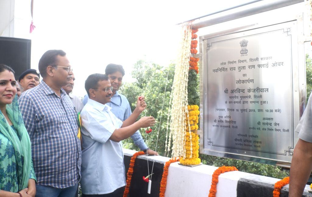 New Delhi: Delhi Chief Minister Arvind Kejriwal and Public Works Department Minister Satyendra Kumar Jain unveil the plaque to inaugurate the newly constructed Rao Tula Ram (RTR) Flyover at Outer Ring Road near Munirka in New Delhi, on July 16, 2019. - Arvind Kejriwal and Satyendra Kumar Jain