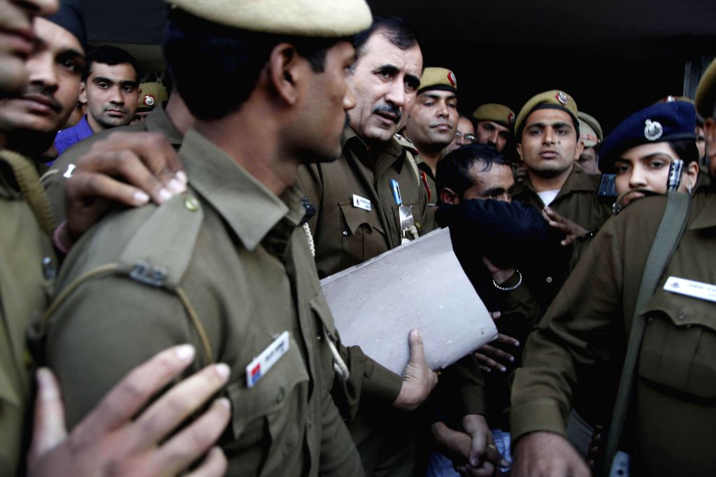 Delhi Police takes Shiv Kumar Yadav, the accused driver who allegedly raped a woman to produce him before a court in New Delhi, on Dec 8, 2014. - Kumar Yadav