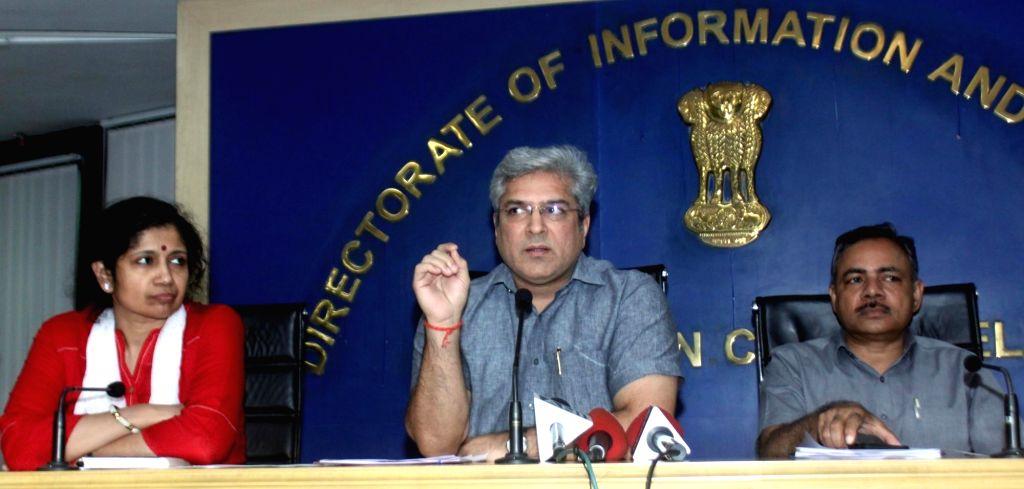 New Delhi: Delhi Transport Minister Kailash Gahlot addresses a press conference regarding odd-even traffic scheme in New Delhi on Nov 9, 2017. (Photo: IANS) - Kailash Gahlot