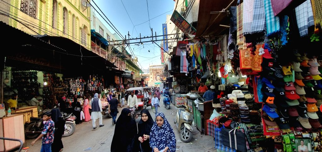 New Delhi: Despite the overwhelming aroma of the mutton nahari, biryani, bheja fry in this old city area of the national capital, the traders particularly those who run eateries of Jama Masjid wear a dejected look. Business is broken: And it's a unan