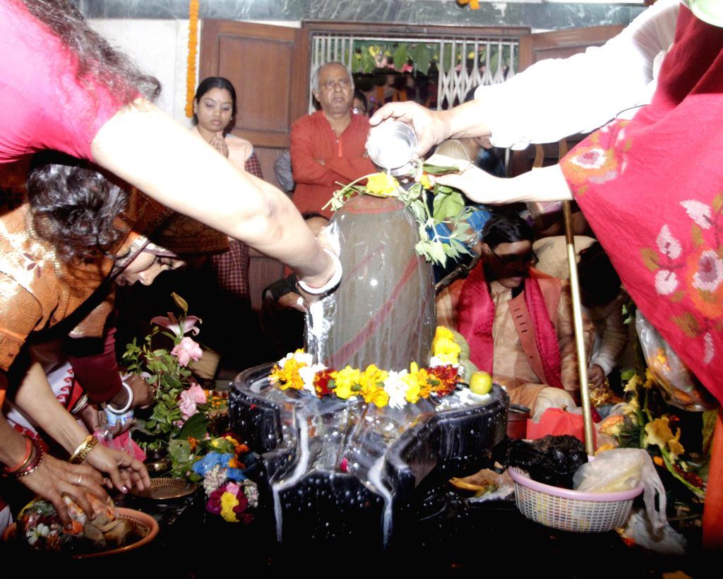 Devotees worship lord Shiva on Mahashivratri at a temple in C R Park of New Delhi on Feb 17, 2015.