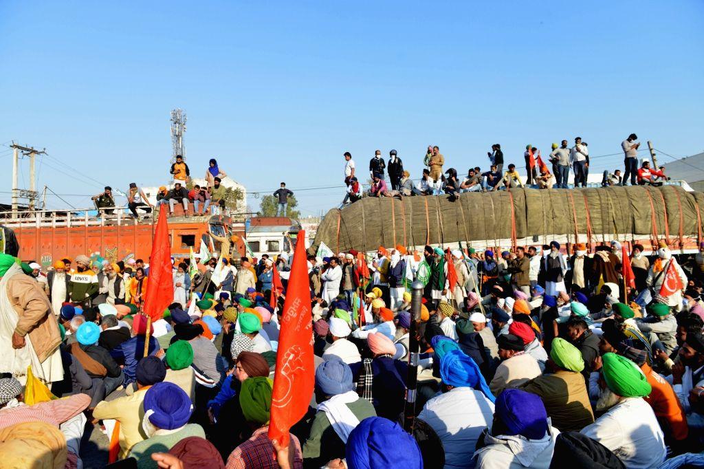 New Delhi: Farmers during 'Delhi Chalo' protest against the Centre's Farm Laws at Singhu on Delhi-Haryana border on Nov 27, 2020. (Photo: IANS)
