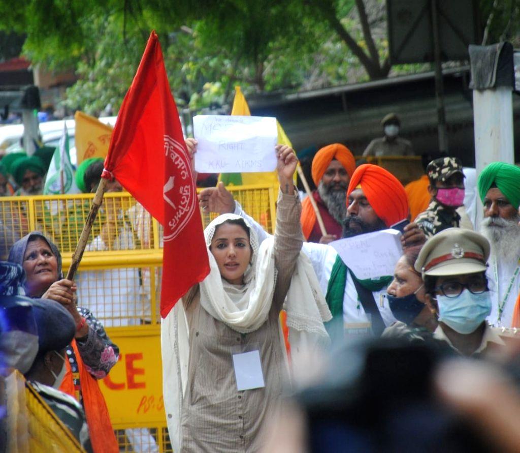 New Delhi: Farmers protest during the monsoon session of Parliament against three farm laws at Jantar Mantar in New Delhi on Thursday, July 22, 2021. (Photo: Qamar Sibtain/ IANS)