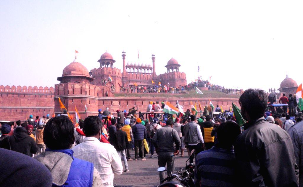 New Delhi: Farmers reach Red Fort ,  Delhi on Tuesday, 26 January 2021. (Photo: Bidesh Manna/IANS)