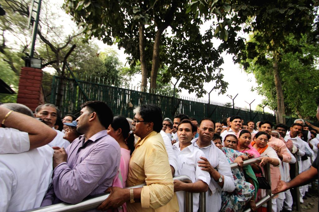 Farmers wait outside Congress chief Sonia Gandhi's residence to meet her, in New Delhi, on April 20, 2015.