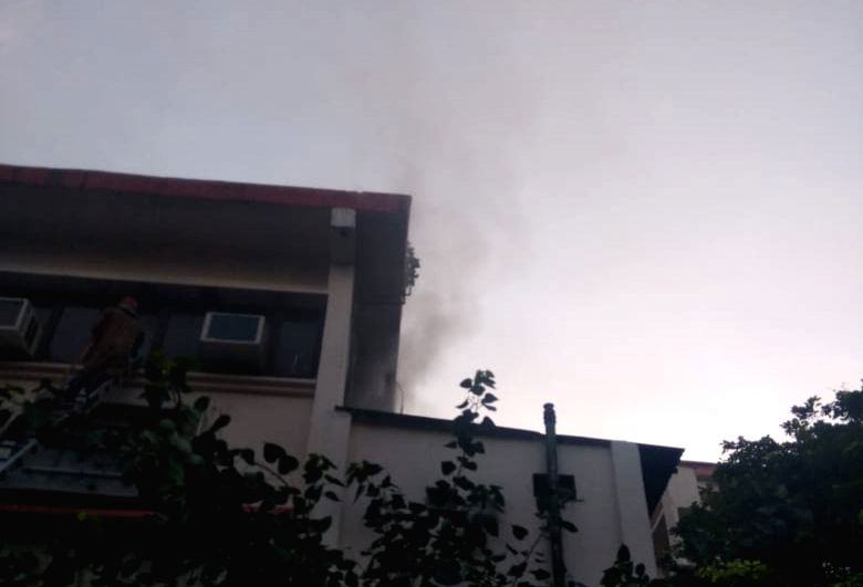 New Delhi: Fire breaks out at Vikas Bhawan in New Delhi on Aug 27, 2019. (Photo: IANS)