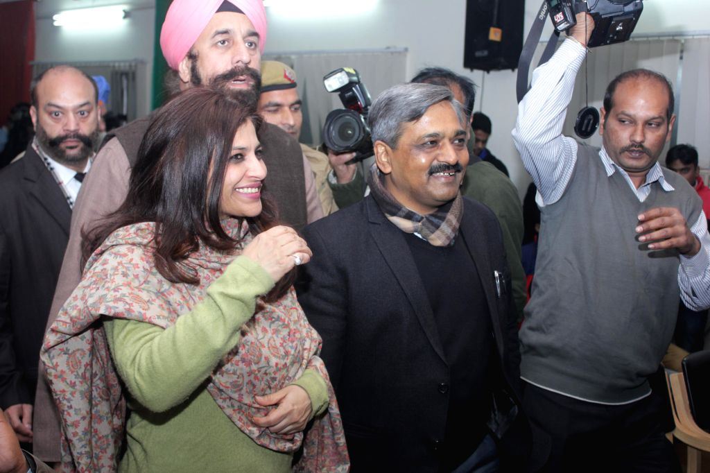 Former AAP leader, social activist and journalist Shazia Ilmi, with Delhi BJP chief Satish Upadhyay as she arrives to address a press conference  in New Delhi on Jan 16, 2015. - Satish Upadhyay