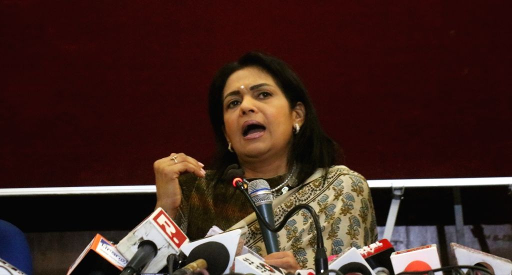 New Delhi: Former BJP MP and actor Vinod Khanna's wife, Kavita Vinod Khanna addresses a press conference in New Delhi, on April 27, 2019. (Photo: IANS) - Kavita Vinod Khanna