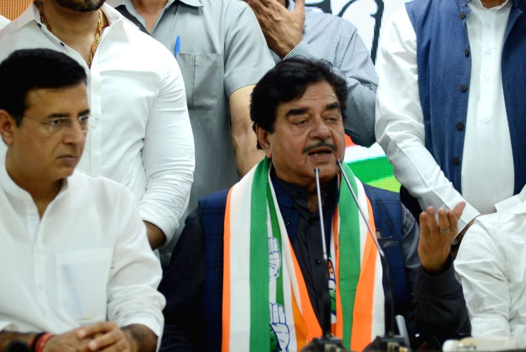 New Delhi: Former BJP MP Shatrughan Sinha with Congress leaders Randeep Singh Surjewala and K. C. Venugopal at a press conference where he joined the party at Congress headquarters in New Delhi on April 6, 2019. (Photo: IANS) - Shatrughan Sinha and Randeep Singh Surjewala