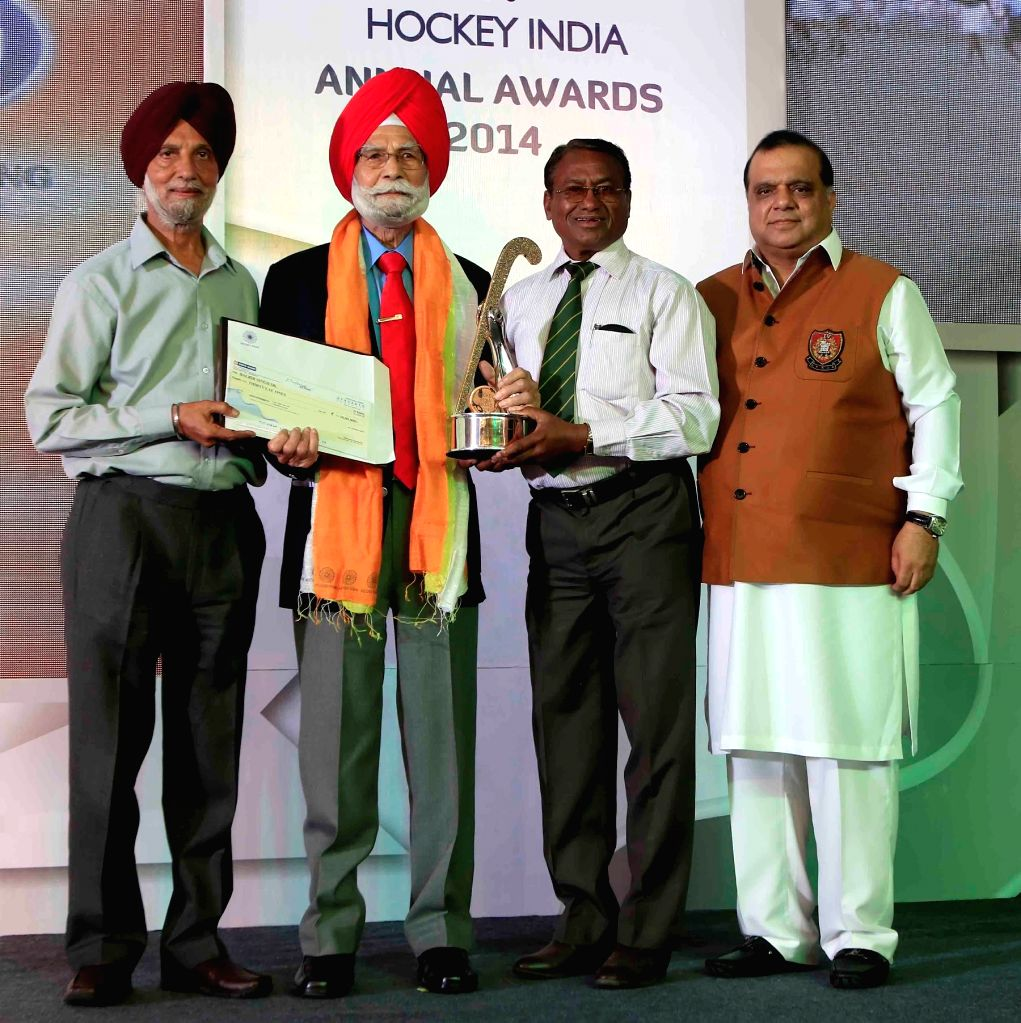 Former Indian hockey player Balbir Singh, Sr. honoured with a Major Dhyan Chand Lifetime Achievement Award at the inaugural of Hockey India Awards 2015 in New Delhi, on March 28, 2015. - Balbir Singh