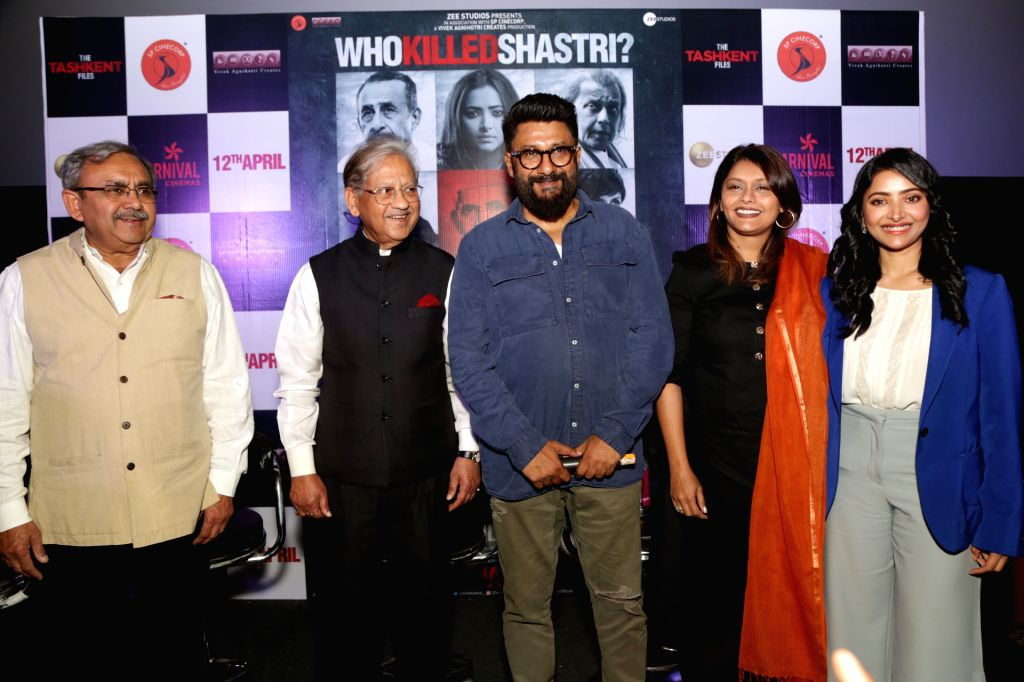 "New Delhi: Former Prime Minister of India Lal Bahadur Shastri's son Sunil Shastri and grandson Sanjay Nath Singh with director Vivek Agnihotri and actors Pallavi Joshi and Jia Shankar during a press conference on upcoming film ""The Tashkent Files"" in - Vivek Agnihotri, Pallavi Joshi, Jia Shankar and Sanjay Nath Singh"