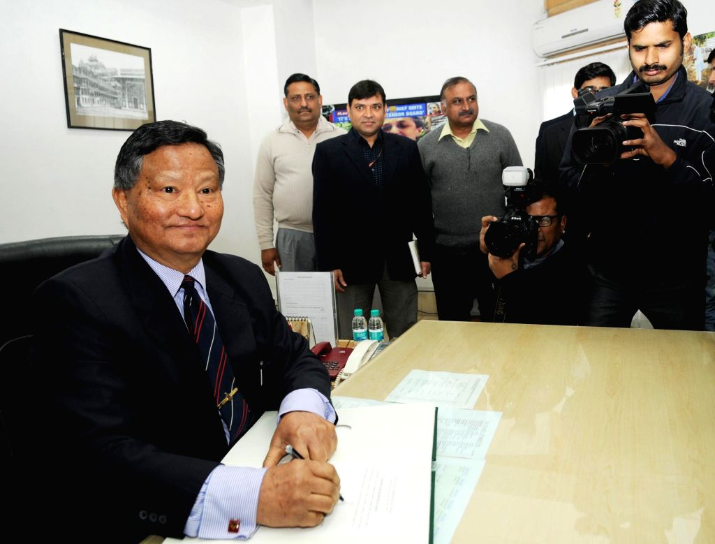 H.S. Bramha assumes charge as the Chief Election Commissioner of India (CEC), in New Delhi on Jan 16, 2015.