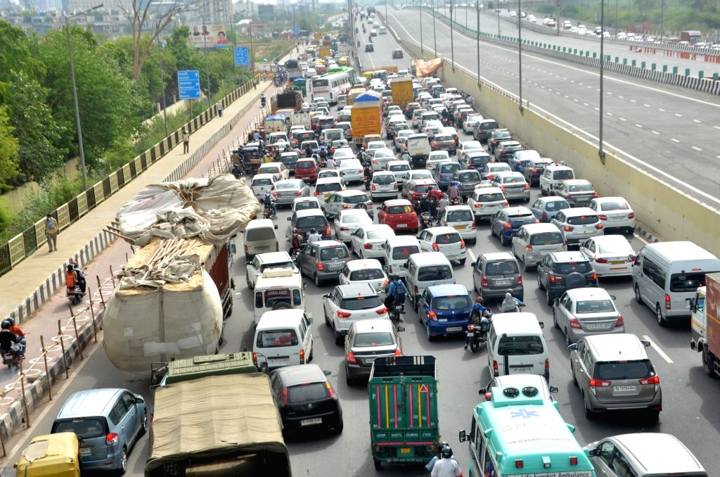 New Delhi: Heavy vehicular traffic was witnessed at Delhi-Ghaziabad border after the Ghaziabad administration sealed the border with Delhi due to rise in coronavirus cases in the district, during the fourth phase of the nationwide lockdown imposed to