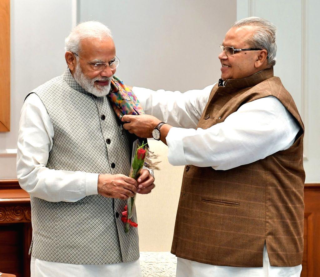 New Delhi: Jammu and Kashmir Governor Satya Pal Malik meets Prime Minister Narendra Modi, in New Delhi on Sep 16, 2019. (Photo: IANS/PIB) - Narendra Modi and Malik