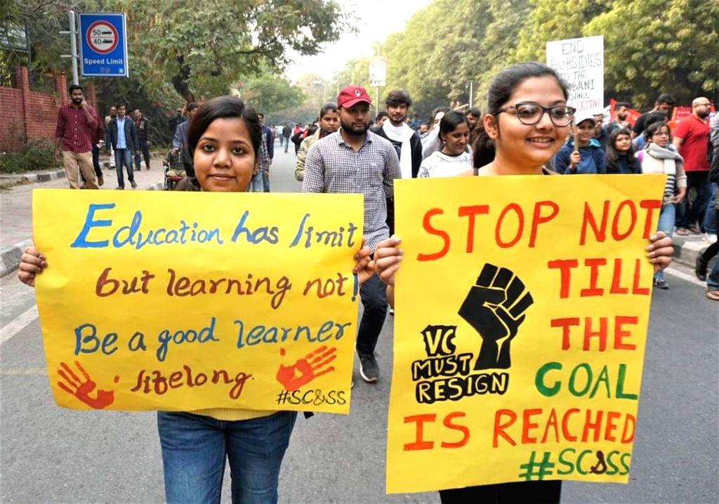 New Delhi: Jawaharlal Nehru University (JNU) students march from JNU campus to Rashtrapati Bhawan seeking to meet President over fee hike issue, in New Delhi on Dec 9, 2019. (Photo: IANS)