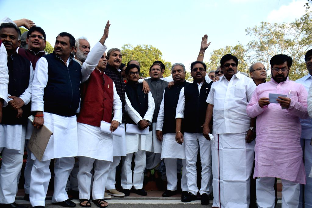 JD(U) chief Sharad Yadav and other parliamentarians participate in a march from parliament to the Rashtrapati Bhawan to protest against the controversial land acquisition bill in New ... - Sharad Yadav and Sonia Gandhi