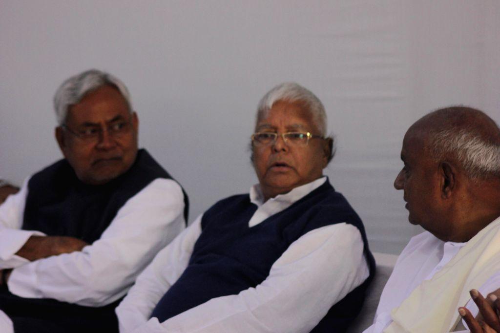 JD (U) leader Nitish Kumar, RJD chief Lalu Yadav and JD(S) supremo H D Deve Gowda during a meeting at Samajwadi Party chief Mulayam Singh Yadav's residence in New Delhi, on Dec 4, 2014. - Nitish Kumar, Lalu Yadav and Mulayam Singh Yadav