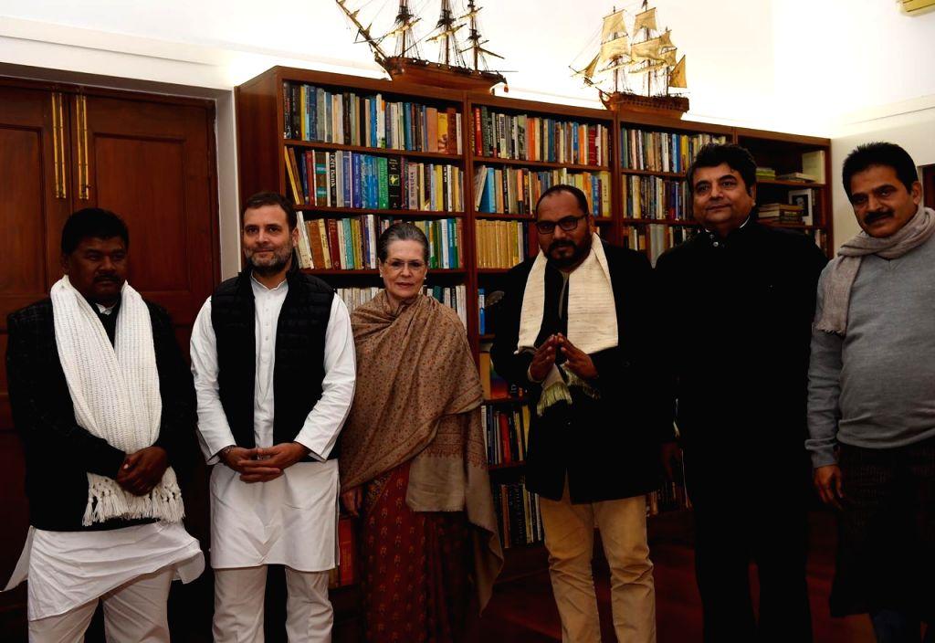 New Delhi: Jharkhand Congress MLAs Bandhu Tirkey and Pradeep Yadav meets party interim president Sonia Gandhi and Rahul Gandhi at 10 Janpath in New Delhi, on Jan 23, 2020. (Photo: IANS) - Pradeep Yadav, Sonia Gandhi and Rahul Gandhi