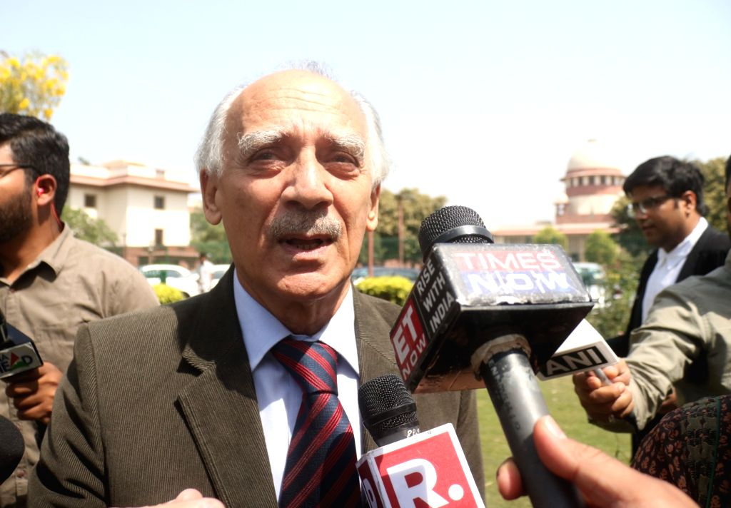 New Delhi: Journalist-turned-politician Arun Shourie talks to media persons at Supreme Court lawn, in New Delhi, on April 10, 2019. Supreme Court in an unanimous judgment rejected the preliminary objections raised by the central government, as a resu