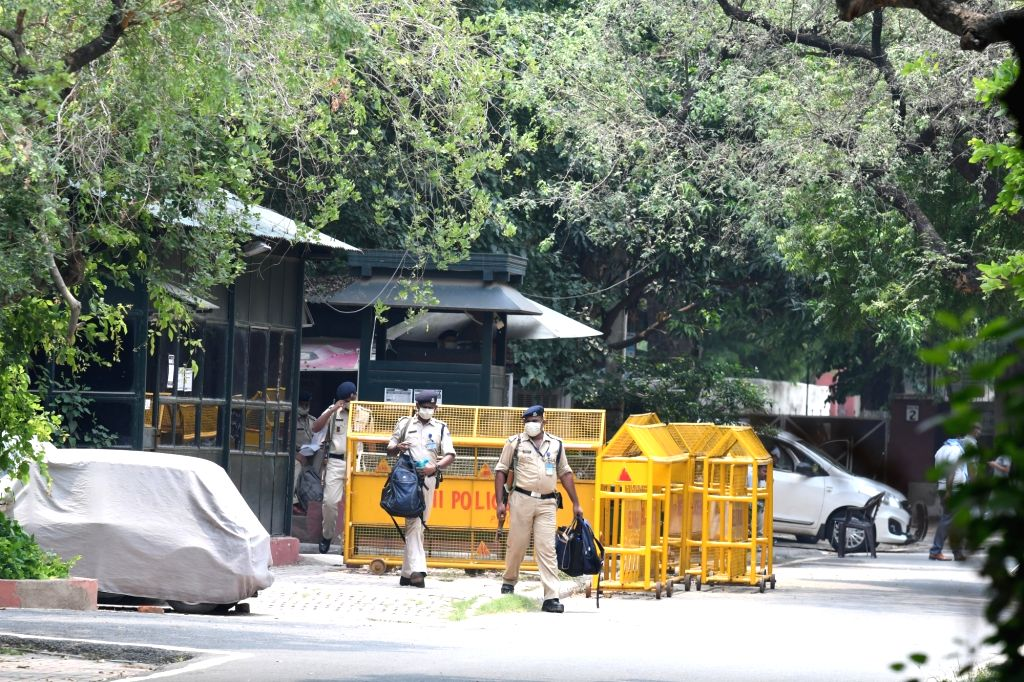 New Delhi, July 30 (IANS) Congress General Secretary Priyanka Gandhi Vadra vacated her government bungalow in south Delhi's upscale Lodhi Estate, sources said on Thursday.
