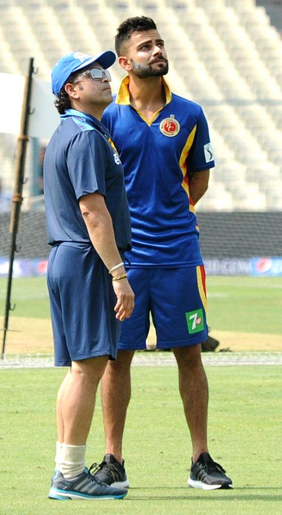 New Delhi, June 17 (IANS) Cricket icon Sachin Tendulkar and current India skipper Virat Kohli led the way as cricket fraternity paid tribute to the martyrs of Galwan Valley clash. - Sachin Tendulkar and Virat Kohli