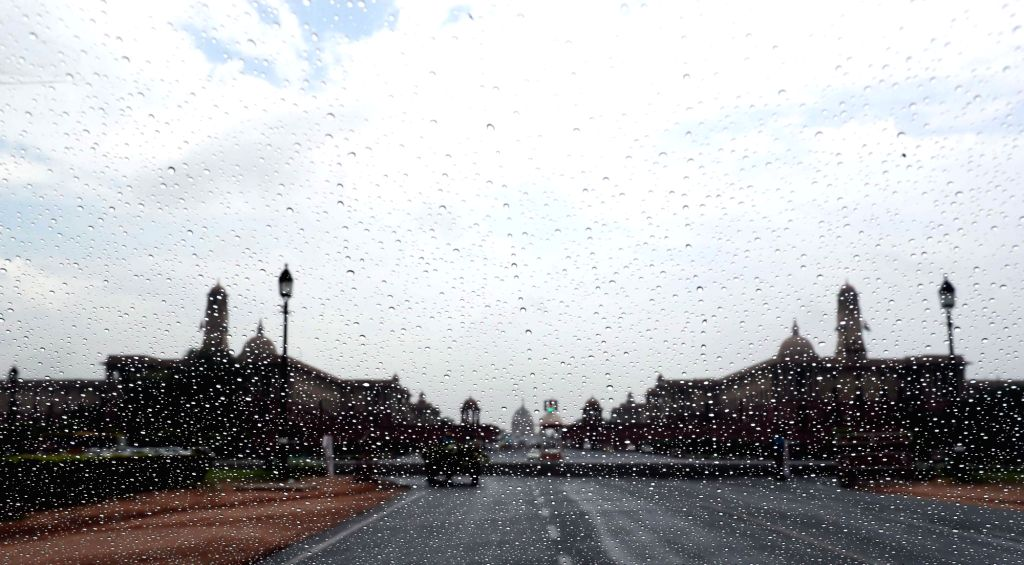 New Delhi, June 25 (IANS) The national capital on Thursday received its first monsoon rain after the southwest monsoon advanced into the region two days in advance.