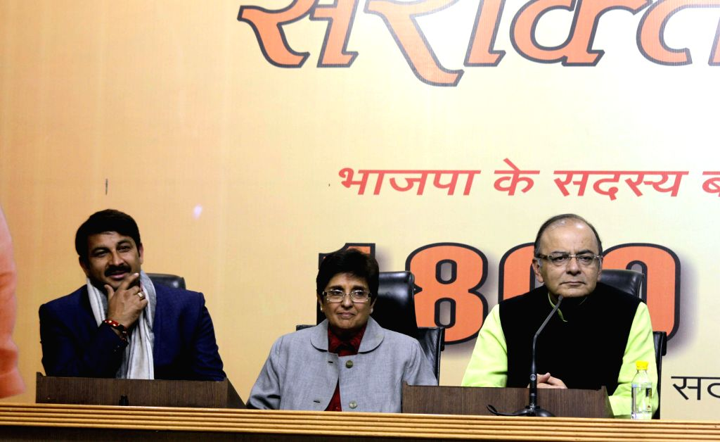 (L-R) BJP MP Manoj Tiwari, BJP's Delhi chief ministerial candidate Kiran Bedi, Union Minister for Finance, Corporate Affairs, and Information and Broadcasting Arun Jaitley during a BJP ... - Kiran Bedi and Arun Jaitley