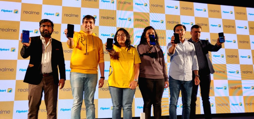 New Delhi: (Left to Right) Flipkart Senior Director Aditya Soni, Realme India CEO Madhav Sheth, Realme Fan Maitreyi Pant, Realme India Product Manager Nidhi Bhatia, Garena Free Fire  Country Project Manager Vaibhav Mundhra and Mediatek India Director - Malik