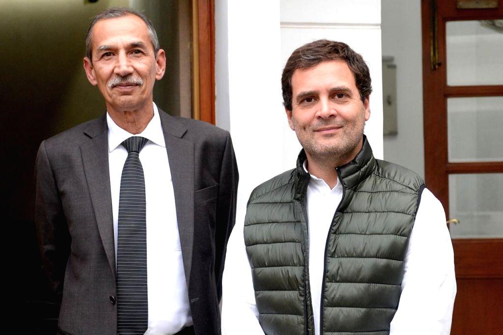 New Delhi: Lt Gen (Retd.) DS Hooda during a meeting with Congress President Rahul Gandhi in New Delhi on Feb 21, 2019. (Photo: IANS) - Rahul Gandhi