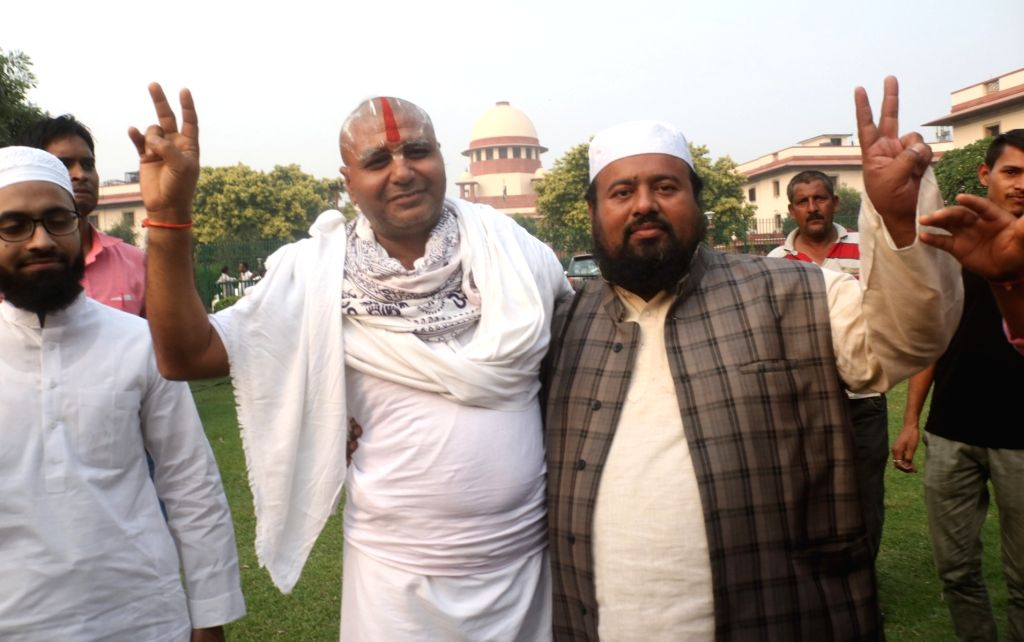 New Delhi: Mahant Ram Das of Nirmohi Akhara with Muslim litigants in the Ram Janmabhoomi-Babri Masjid dispute, outside the Supreme Court on the final day of hearing in the case, in New Delhi on Oct 16, 2019. (Photo: IANS)