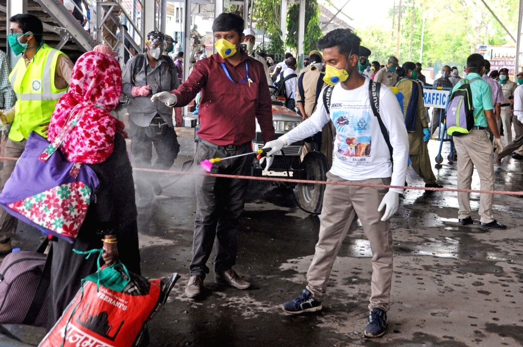 New Delhi, May 23 (IANS) Some migrant workers in south Delhi waiting for medical screening were sprayed with disinfectant by the civic body much against the Central government advice against such a step. The South Delhi Municipal Corporation (SDMC) l