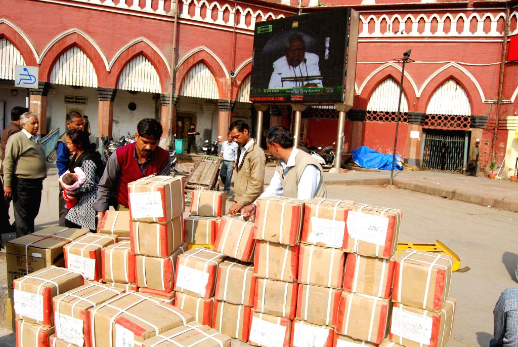 New Delhi, May 24 (IANS) A group of migrant workers travelling back to Bihar's Gaya from Punjab's Amritsar looted snacks and water bottles meant for distribution among Sharmik Special passengers, official sources said on Sunday.(File Photo: IANS)