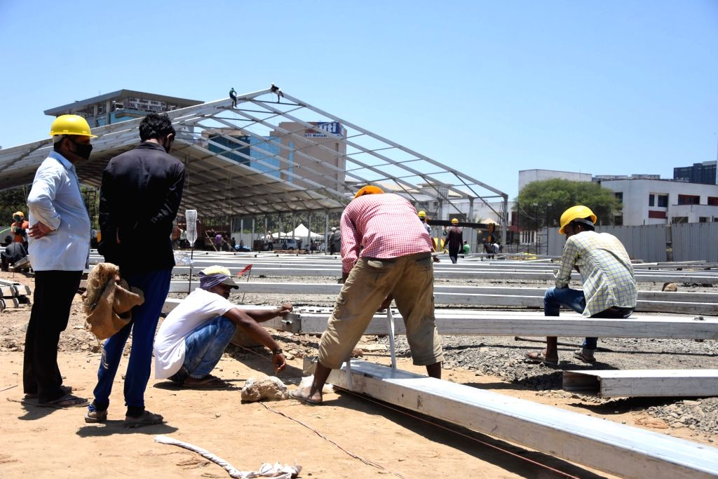New Delhi, May 6 (IANS) With relaxation extended for on-site construction, the stranded migrant labourers in the national capital have started to gradually see some light after over 40 days of nationwide lockdown forced them out of work.(File Photo: