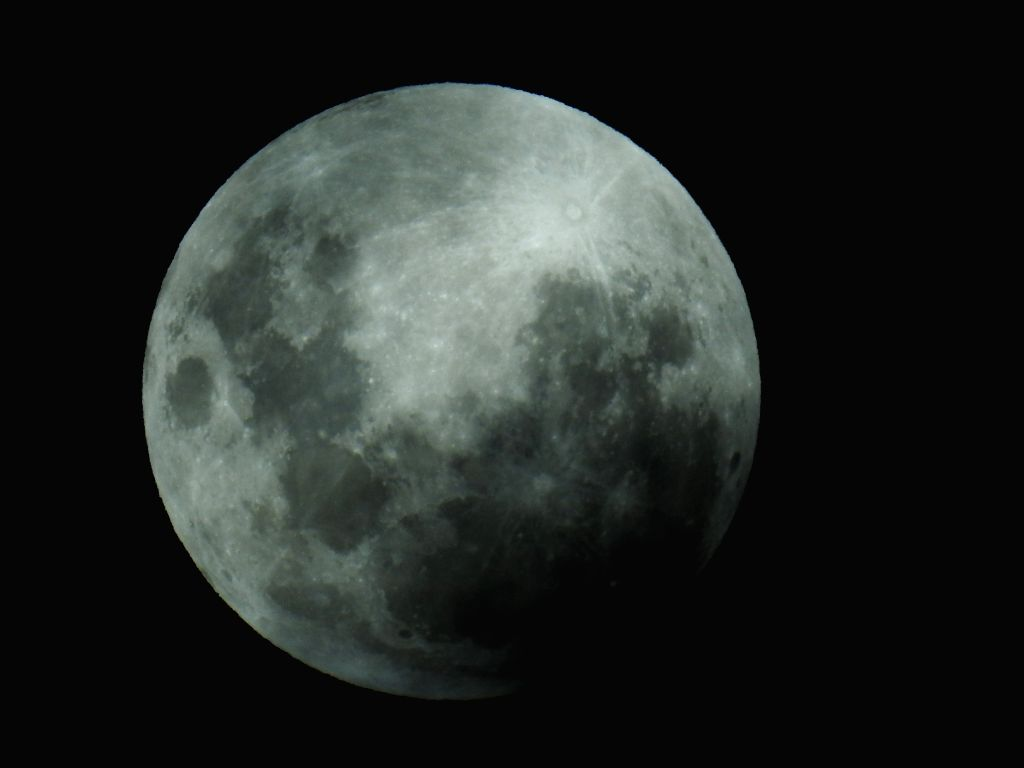 New Delhi, May 7 (IANS) This month's supermoon -- also known as the 'Super Flower Moon' -- will be seen on Thursday and it is the last supermoon of 2020.	(Xinhua/Justin Qian/IANS)
