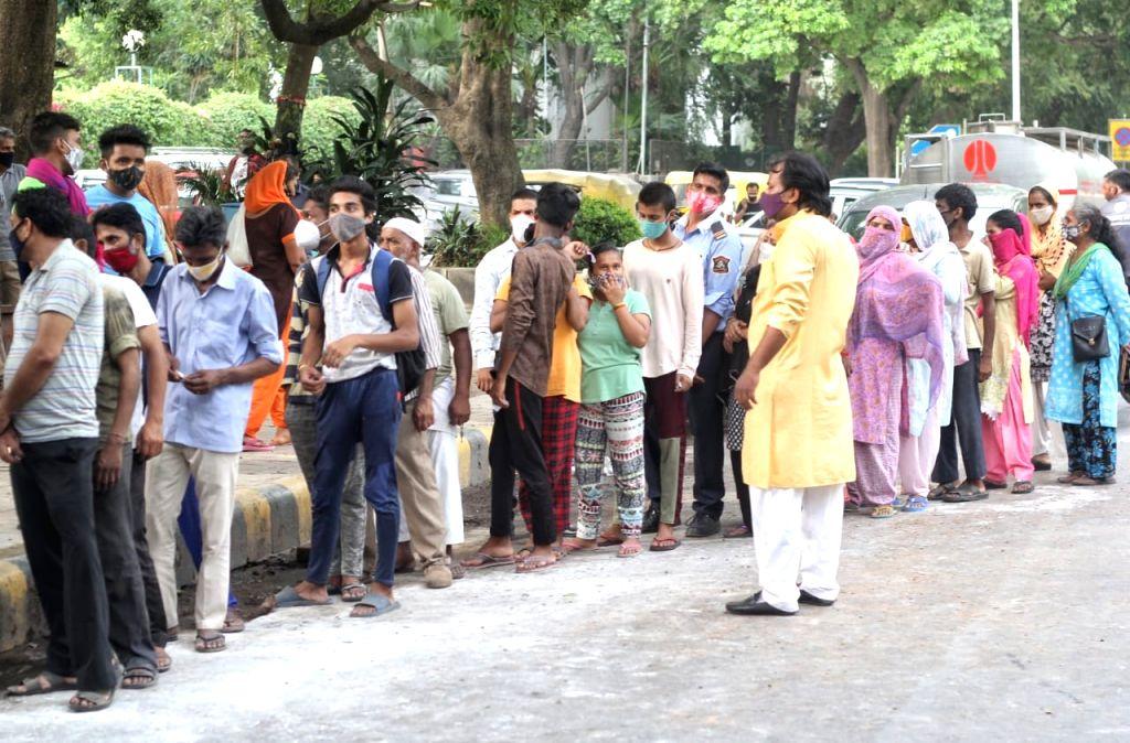 New Delhi :  Members of Delhi Shia Personal Law Board (Sabeel e Hussain) distribute free food for needy peoples at Mandi House in New Delhi on Friday 11 June 2021.
