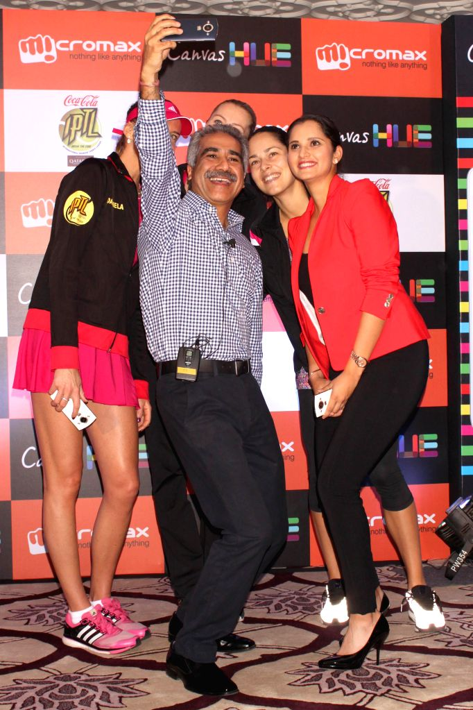 Micromax CEO Vineet Taneja with tennis players Sania Mirza, Ana Ivanovic, Kristina Mladenovic and Daniela Hantuchova at the launch of the `Canvas Selfie` in New Delhi on Dec 8, 2014.