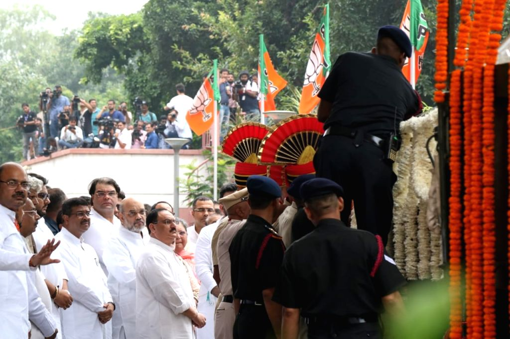 New Delhi: Mortal remains of late BJP leader Arun Jaitley arrives at party headquarters in New Delhi on Aug 25, 2019. (Photo: IANS) - Arun Jaitley
