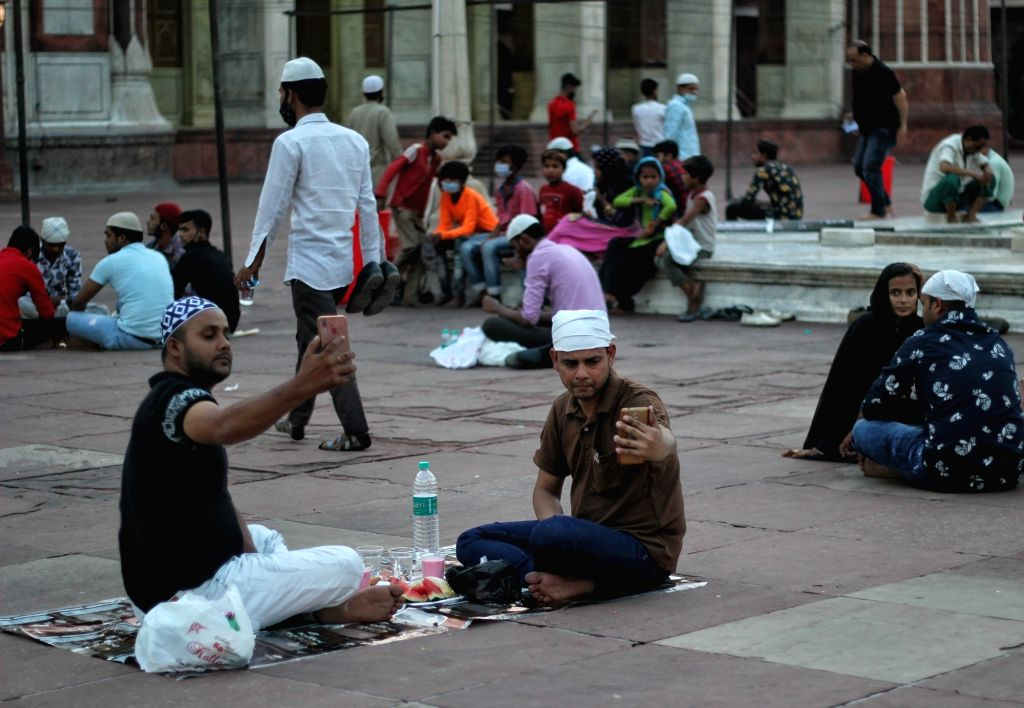 New Delhi : Muslims break the fast during the first day of Holy month of Ramadan at Jama mosque in New Delhi on Wednesday April 14, 2021.