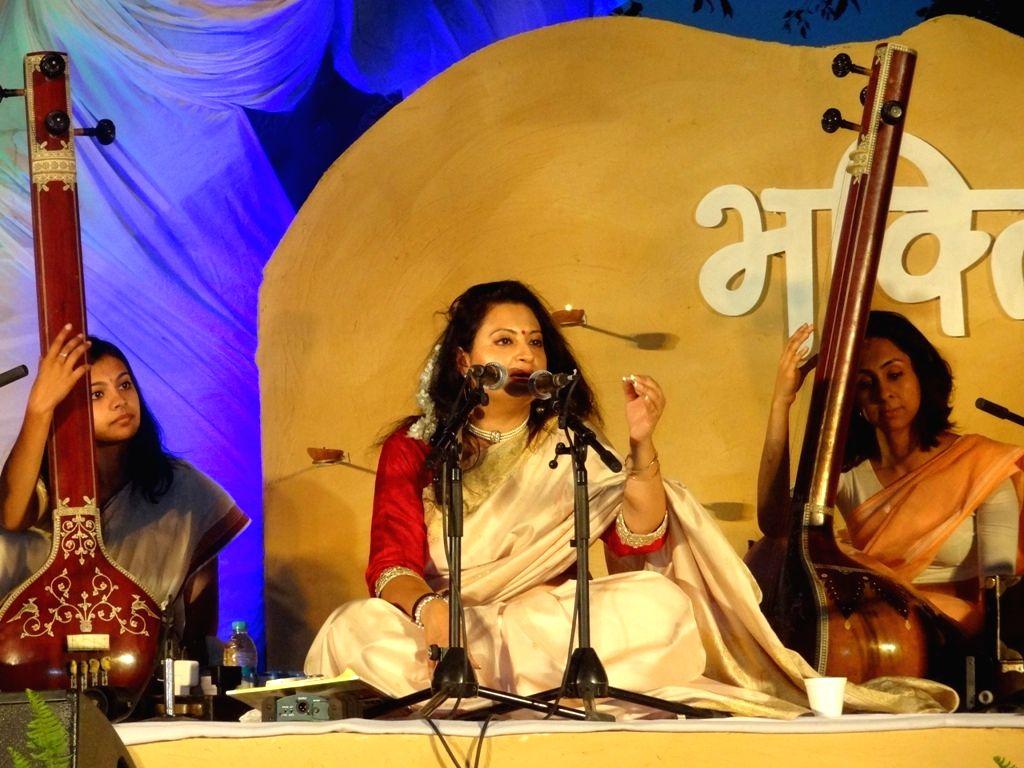 New Delhi: Gwalior gharana singer Meeta Pandit performs during the `Bhakti Sangeet Festival 2015` in New Delhi on April 25, 2015.