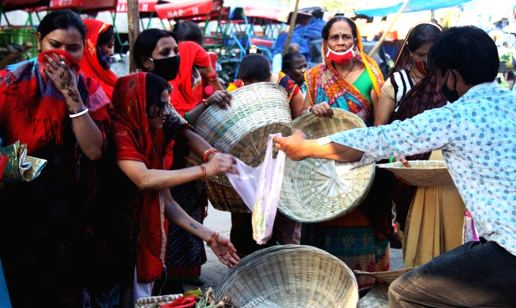 New Delhi: People busy purchasing puja material for Chhath celebrations on the eve of the festival, in New Delhi on Nov 19, 2020. (Photo: IANS)