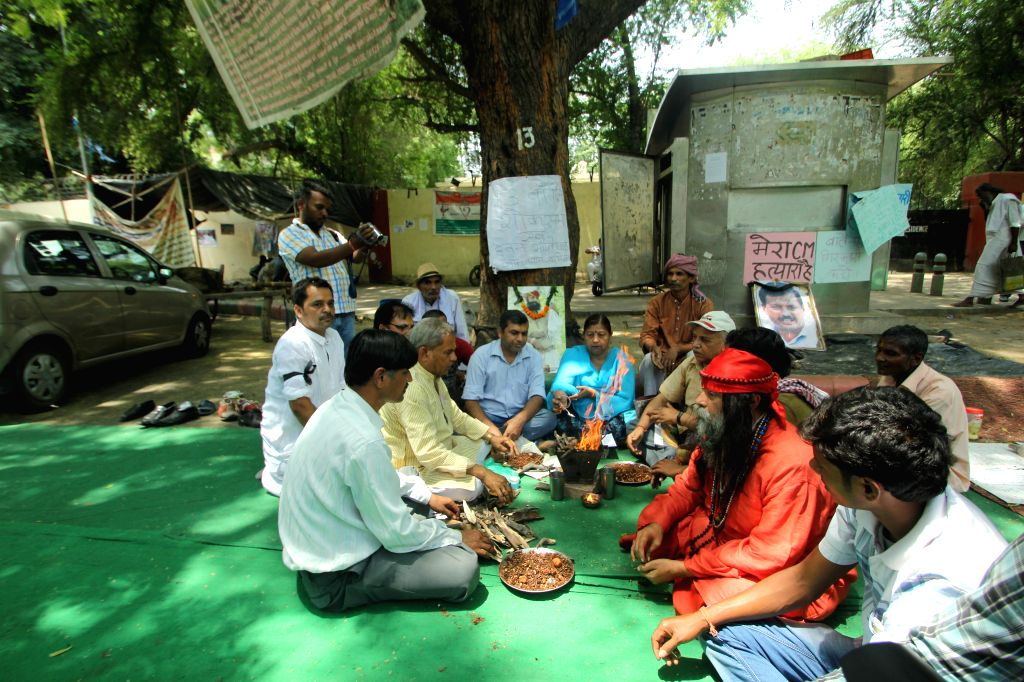 People perform `hawan` for Gajendra Singh, a Rajasthan-based farmer who recently committed suicide at Jantar Mantar in New Delhi, on May 5, 2015.